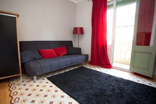 Apartment 1.4 km From the Center of Barcelona With Internet, Air Conditioning, Lift, Balcony