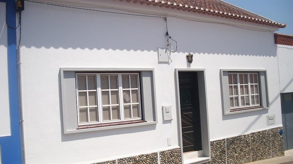 Book house in the center of vila nova de milfontes with for The terrace house book