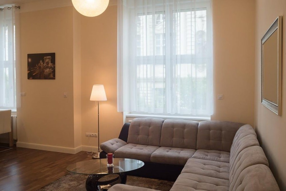 Apartment 62 m From the Center of Budapest With Internet, Air ...