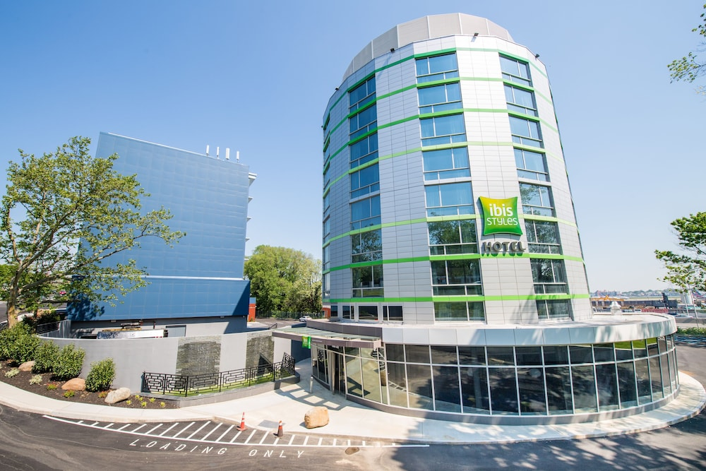 Front of Property, ibis Styles New York LaGuardia Airport