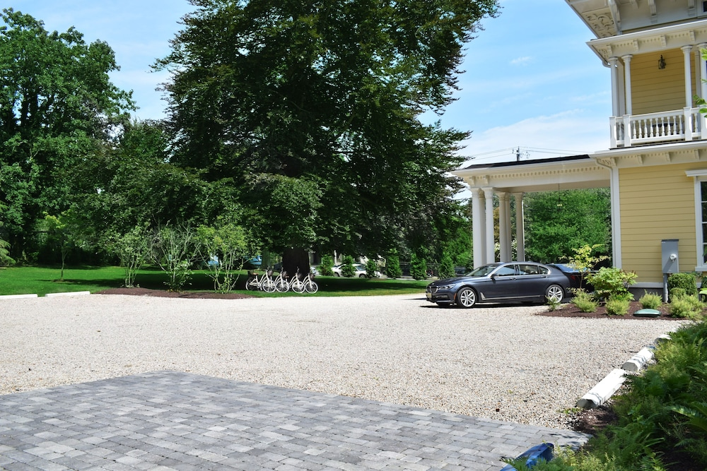 Parking, Spicer Mansion