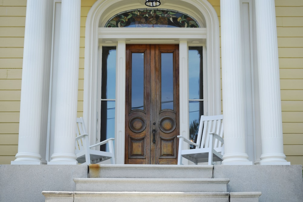 Property Entrance, Spicer Mansion