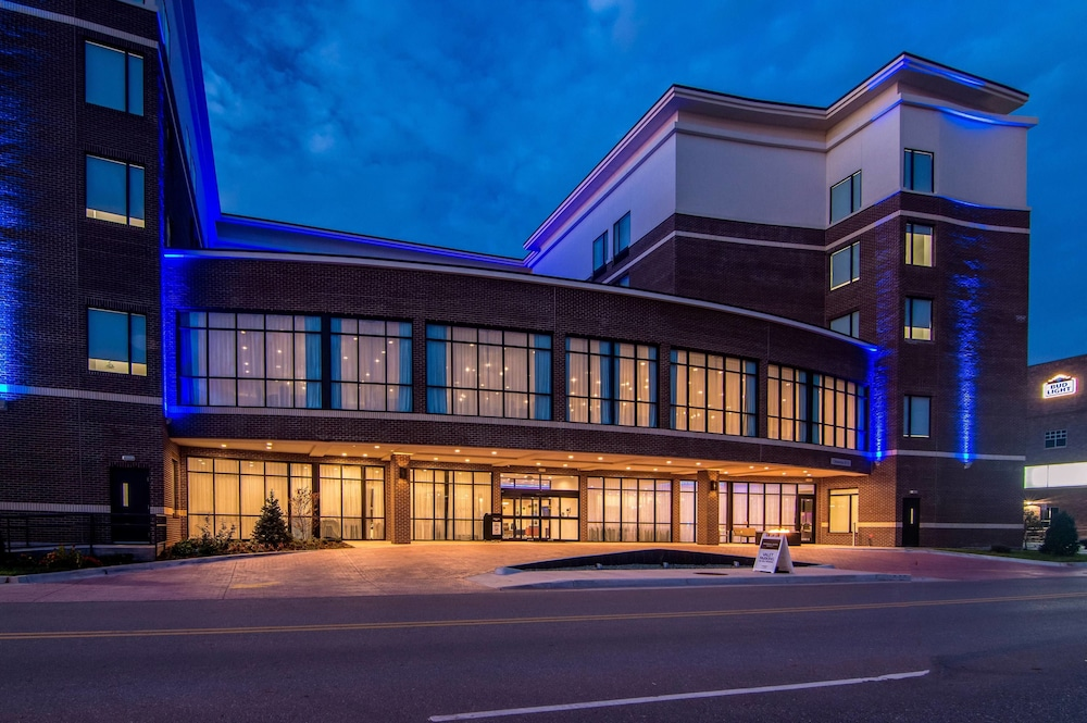 Front of Property - Evening/Night, SpringHill Suites by Marriott Oklahoma City Downtown
