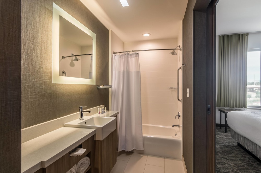 Bathroom, SpringHill Suites by Marriott Oklahoma City Downtown