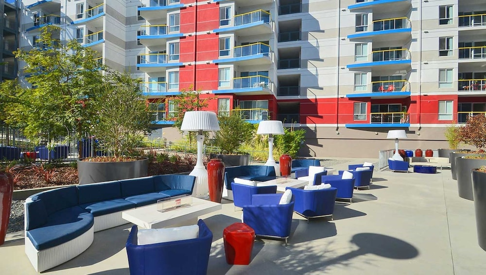 Terrace/Patio, Global Luxury Suites at Marina Del Rey
