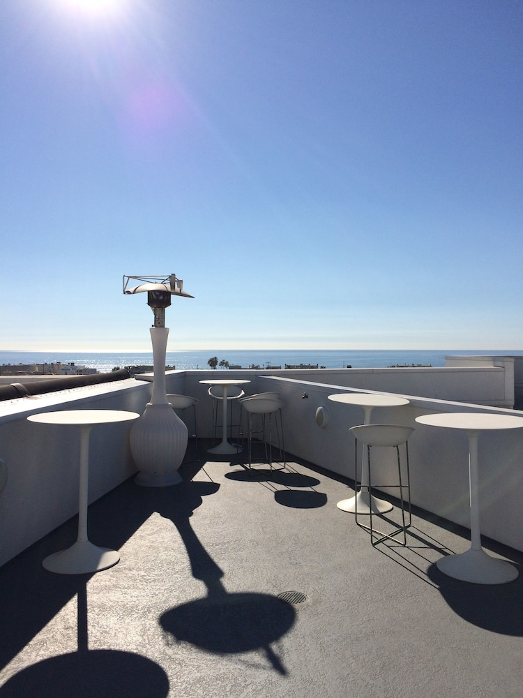 Sundeck, Global Luxury Suites at Marina Del Rey