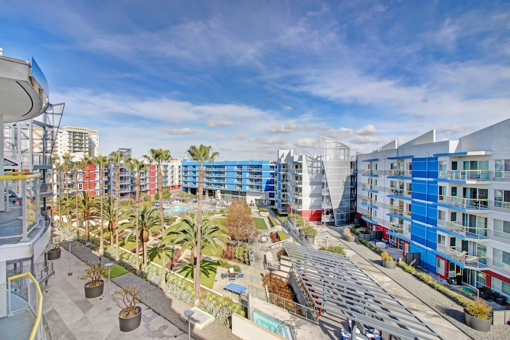 Courtyard View, Global Luxury Suites at Marina Del Rey