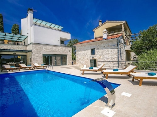 Modern Villa With Guest House, Private Pool, Jacuzzi and Sauna, 10 km From Pula