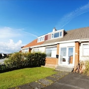 House 335 m From the Center of Helensburgh With Parking, Washing Machine