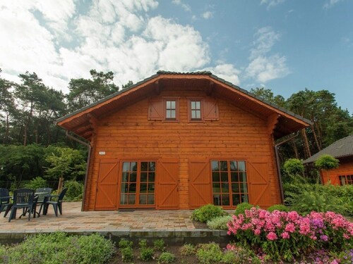 A Luxury Holiday Home With two Bathrooms and one Bedroom on the Ground Floor in a Holiday Park