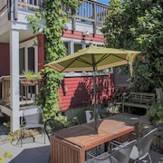 Greenlake Garden Home on Bus Line by RedAwning