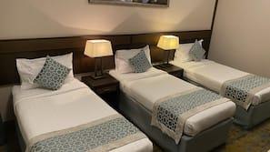 Tallelokero huoneessa, pimennysverhot, äänieristys, silitysrauta/-lauta