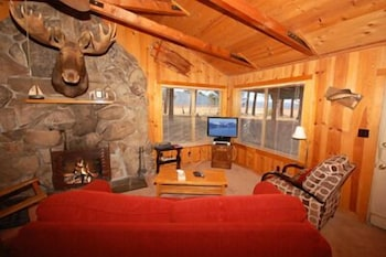 Living Area, 673 San Francisco Avenue 2 Bedroom Cabin