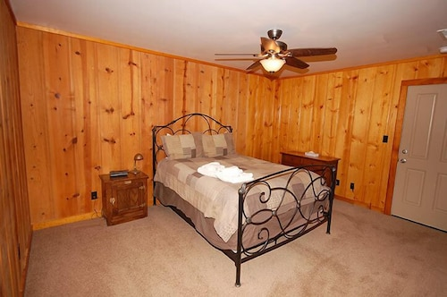 Room, 673 San Francisco Avenue 2 Bedroom Cabin