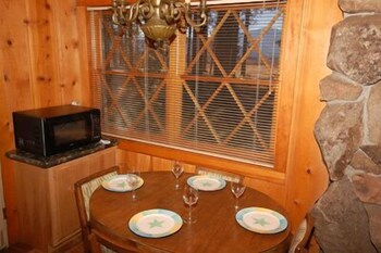 In-Room Dining, 673 San Francisco Avenue 2 Bedroom Cabin