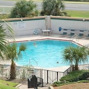 Windjammer 114 Beach Front 2 Bedrooms Unit Elevator HDTV Pool by RedAwning