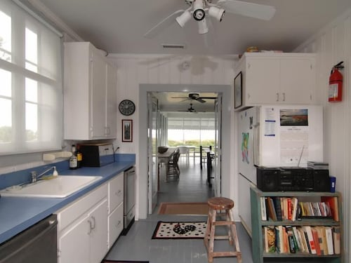 Private Kitchen, Pettigrew 2105 by RedAwning