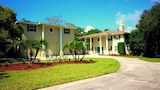 Dolphin Cove Villa by RedAwning - Tarpon Springs Hotels