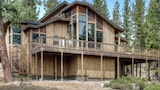 Tree Tops 4BR Mountain Home by RedAwning - Truckee Hotels