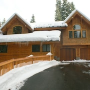 Luxury TreeHouse in Tahoe Donner with Hot Tub and Media Room by RedAwning