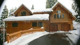 Luxury TreeHouse in Tahoe Donner with Hot Tub and Media Room by RedAwning - Truckee Hotels