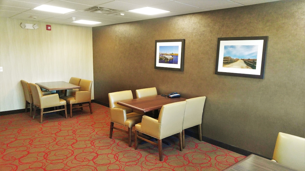 Meeting Facility, Black Gold Suites Watford City