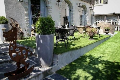 book h tel les biches barbizon hotel deals. Black Bedroom Furniture Sets. Home Design Ideas