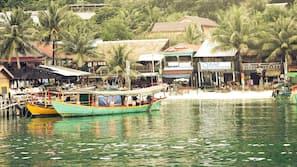 Ubicación cercana a la playa, paseos en lancha motora y pesca