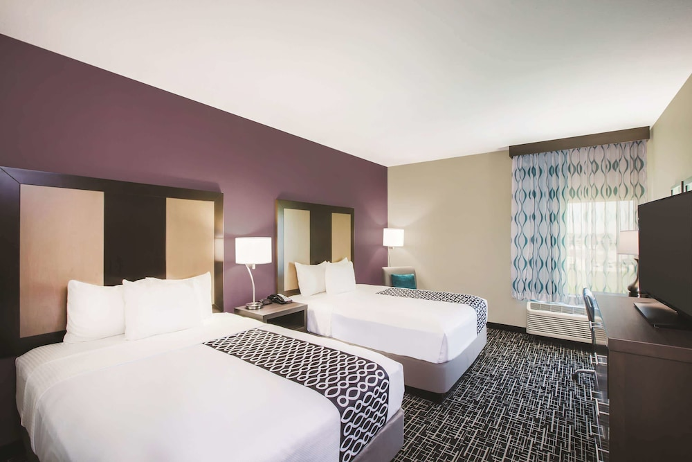 Room, La Quinta Inn & Suites by Wyndham Houston Cypress