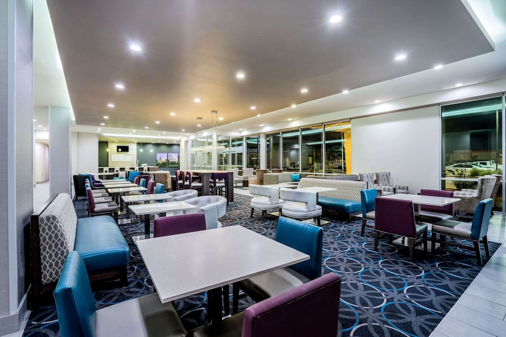 Lobby, La Quinta Inn & Suites by Wyndham Houston Cypress