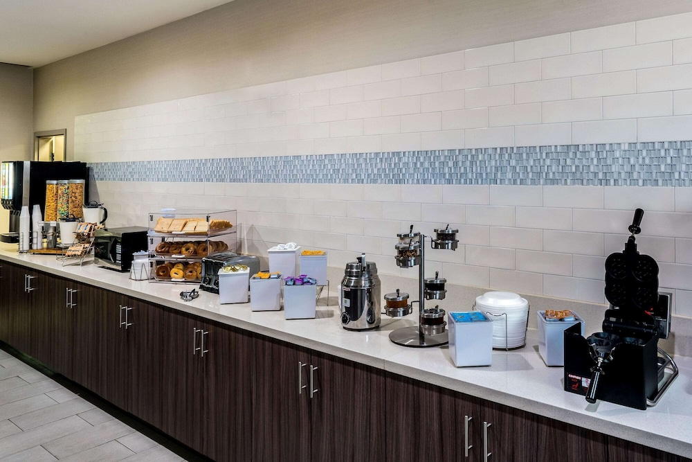 Breakfast Area, La Quinta Inn & Suites by Wyndham Houston Cypress