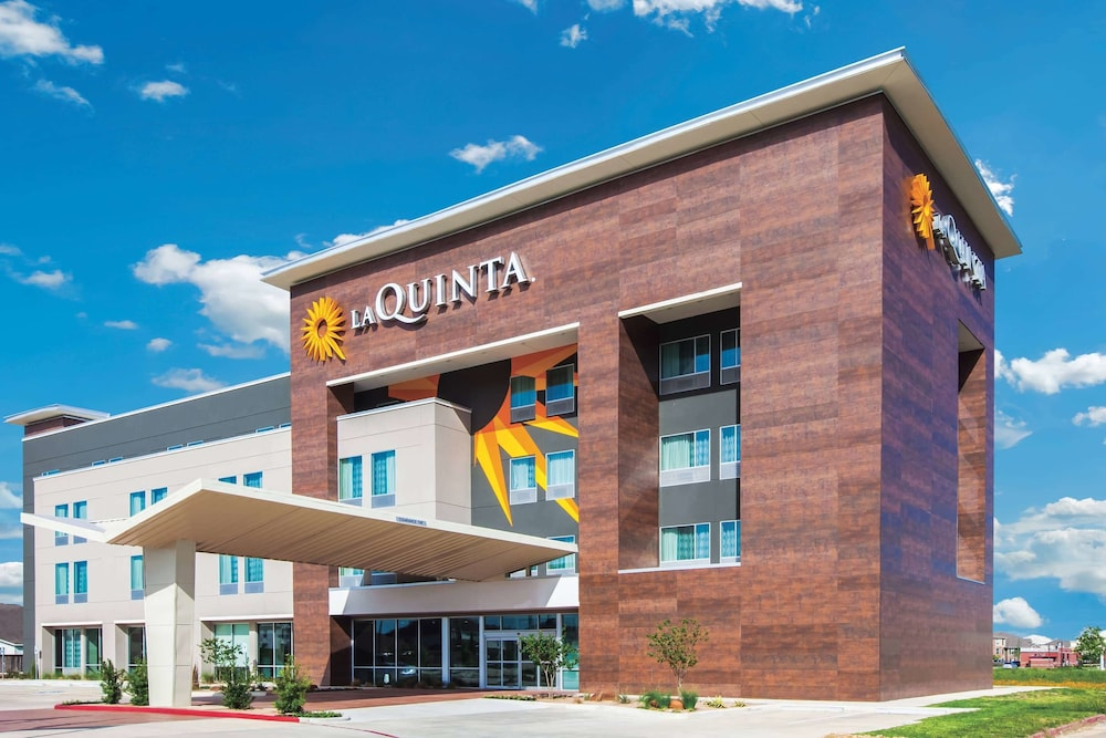 Exterior, La Quinta Inn & Suites by Wyndham Houston Cypress