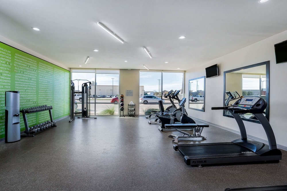 Fitness Facility, La Quinta Inn & Suites by Wyndham Houston Cypress