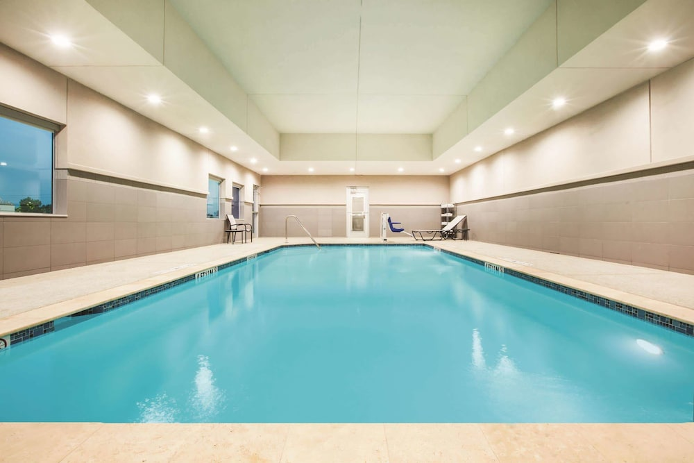 Pool, La Quinta Inn & Suites by Wyndham Houston Cypress