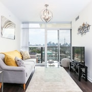 Platinum Suites - Fabulous CN Tower View. 2Bed 2Bath + Free Parking