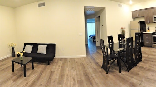 Fully Furnished Apts near Attractions