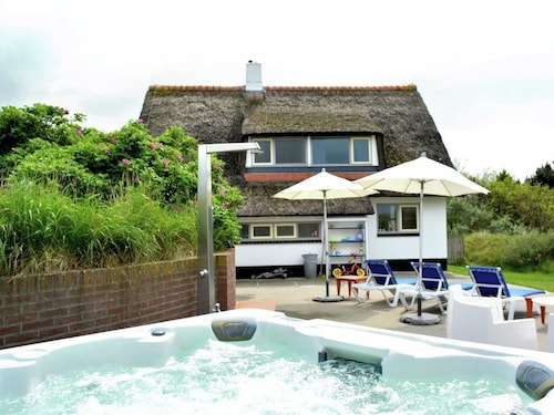 Beautiful Thatched Cottage With Sauna and Jacuzzi in the Dunes on Ameland
