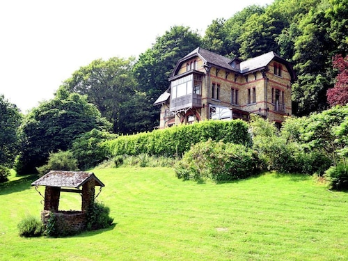 A Beautiful Art Nouveau House With an Enormous Garden