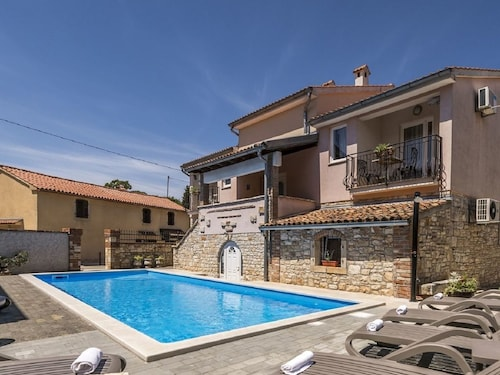 Modern Apartment in Tar With Pool and Wifi, Ideal for Couples or Families With Small Children