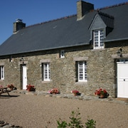 Stone Holiday House 2.5 km From the Beach
