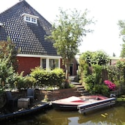 Holiday Home by the Water, With Delightful Sunny Garden in Reeuwijk, Near Gouda