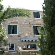 Traditional House With two Apartments in Old Town Vis, Beach 5 Mins