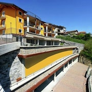 3-room Apartment With Shared Pool, Large Balcony and Fantastic View of the Lake