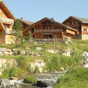Luxurious and Cozy Wooden Chalet With Wellness Center Near the Alpe D'heuz
