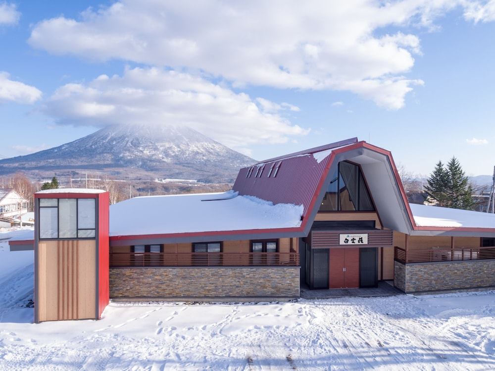 Front of Property, Niseko Hakuunso