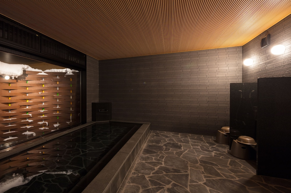 Indoor Spa Tub, Niseko Hakuunso