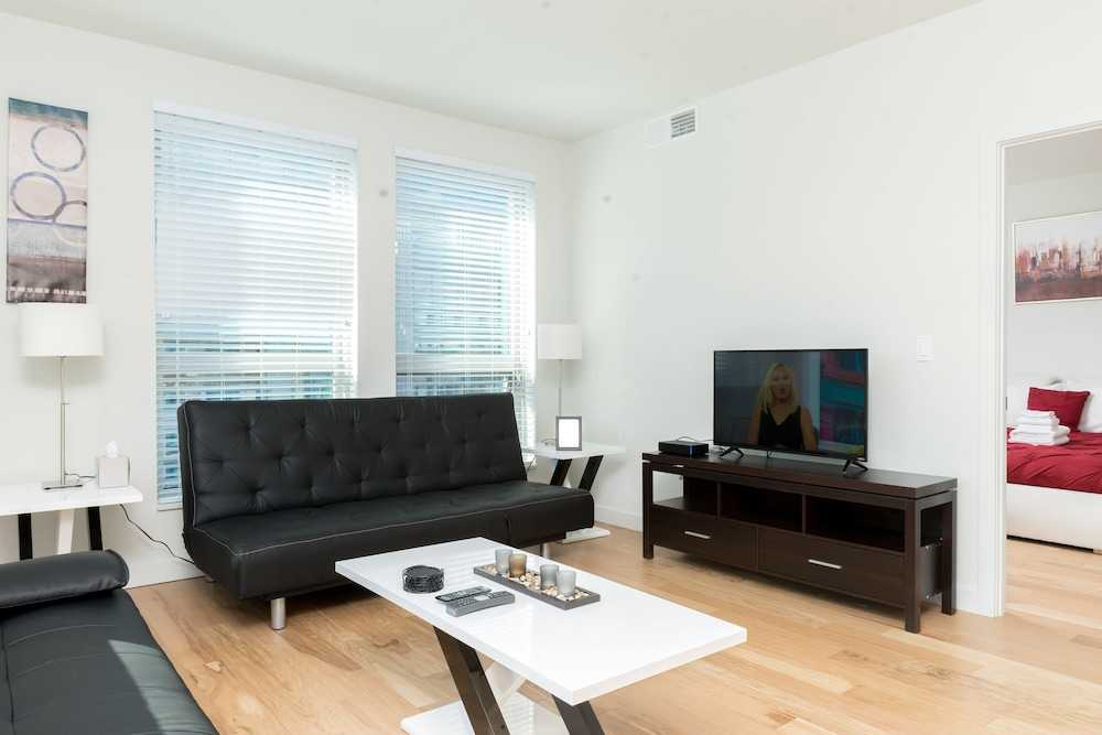 Living Area, Capitol Hill Fully Furnished Apartments, Sleeps 5-6 Guests