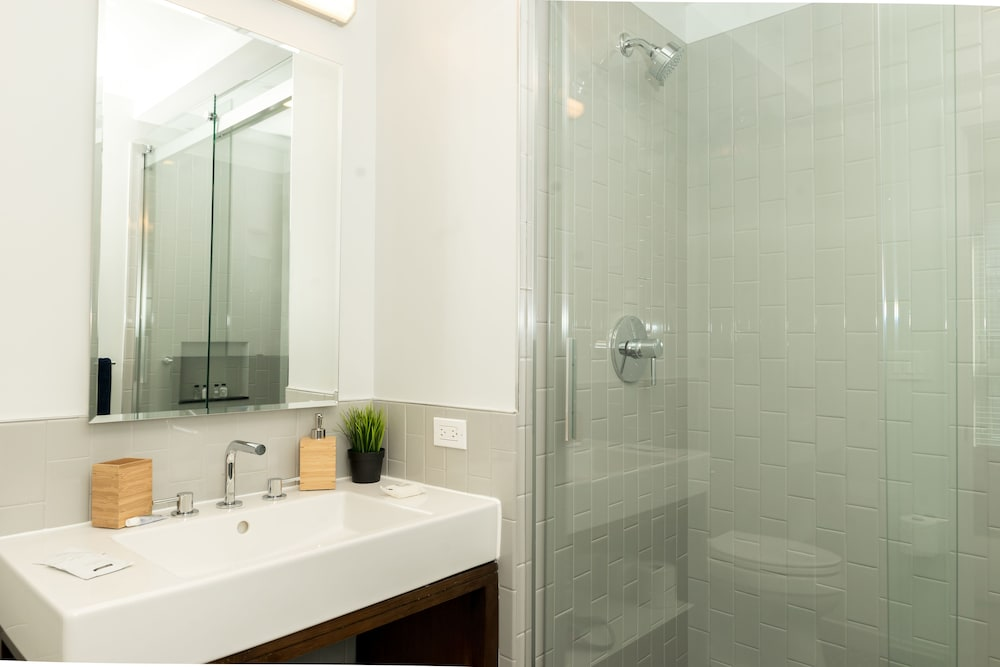 Bathroom Shower, Capitol Hill Fully Furnished Apartments, Sleeps 5-6 Guests