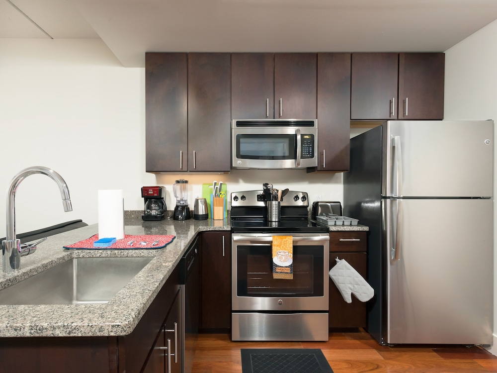 Private Kitchen, Capitol Hill Fully Furnished Apartments, Sleeps 5-6 Guests