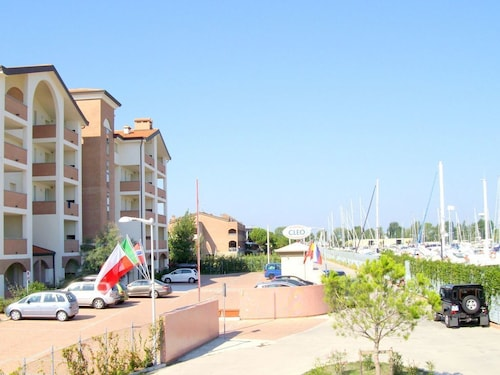 Comfortable Apartment Equipped for Disabled in Residence With Pool on the Marina
